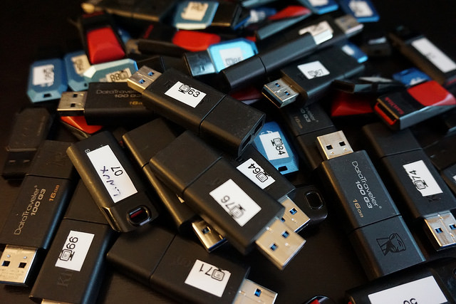 Picture of many usb thumb drives.